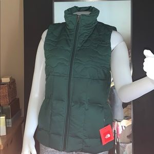 The north face puffy vest sz s NWT